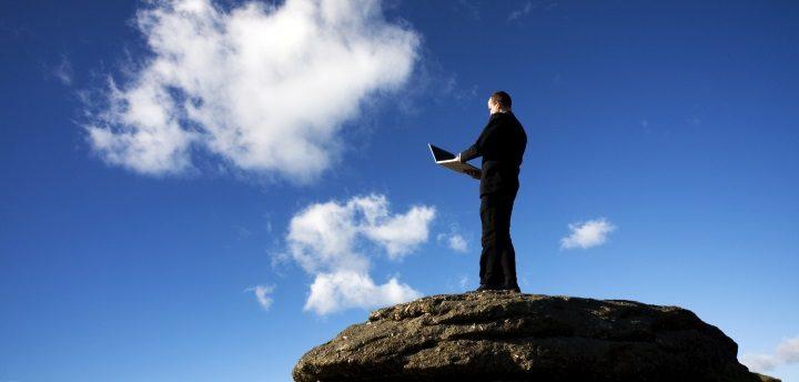 À medida que as organizações enviam cada vez mais dados para a nuvem e adotam estratégias multi-cloud com soluções e serviços de uma ampla variedade de fornecedores, o desafio de gerir esses ambientes aumenta exponencialmente. Em particular, a recuperação de desastres (DR) deve ser cuidadosamente considerada. Embora o multi-cloud ofereça níveis sem precedentes de flexibilidade para DR, tem também o potencial de aumentar bastante a complexidade. As organizações precisam de planear a sua estratégia cuidadosamente e fazer parceria com um fornecedor que possa ajudar a automatizar os fluxos de trabalho e fornecer a velocidade, agilidade e granularidade necessárias para o DR em ambientes multi-cloud.